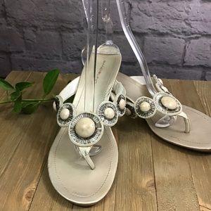 💙 SALE! 3/$15 Bandolino Cream & gold 10M sandals